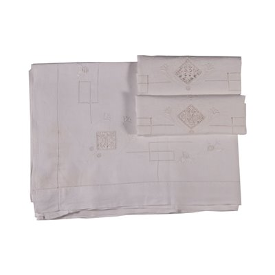 Queen Size Bed Sheet With Two Pillowcases Linen